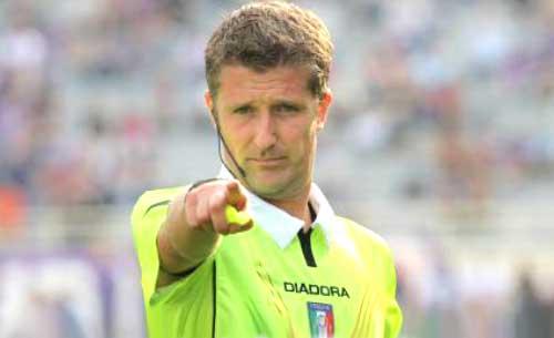 Roma - Lazio, l'arbitro Orsato concede un rigore inesistente