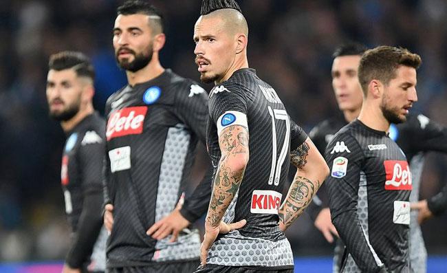 Napoli, De Laurentiis lancia la sfida: