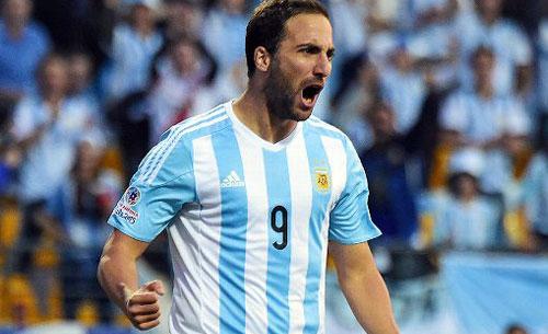 Spagna-Argentina 6-1, Higuain sotto accusa: i tifosi lo riempiono di insulti
