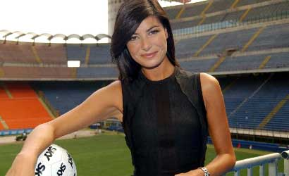 Ilaria D'Amico replica: 'Amo Napoli, attacchi strumentali! Sono stupita e senza parole'