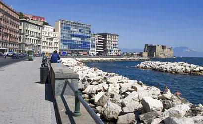 Napoli, giornata storica: riaprono i ristoranti, sul lungomare applausi e  minuto di raccoglimento - AreaNapoli.it
