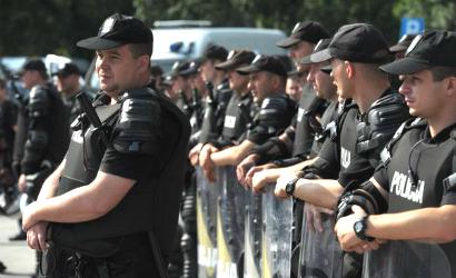 VIDEO - Zurigo-Napoli, scontri tra ultras in Svizzera: sembra una ...