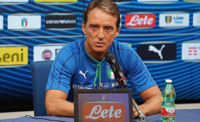 Nazionale, sorpresa durante la rifinitura: Mancini invita Mihajlovic all'allenamento