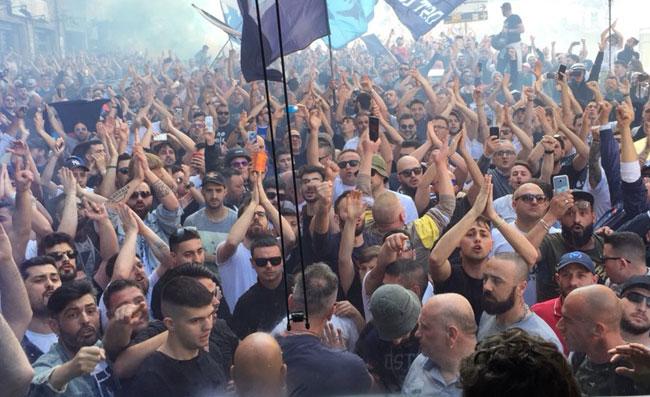 Napoli, tifosi in delirio Capodichino dopo l'impresa con la Juve